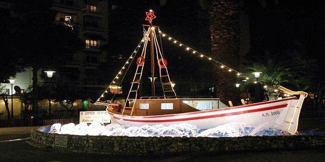 Στολισμένο καράβι στον Πειραιά, από προηγούμενα Χριστούγεννα